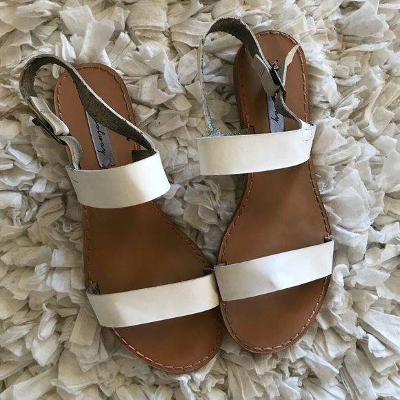 88b6f7091f1 Nordstrom s Coolway White Flat Sandals EU39. M 5af524d35512fd7e5a6416be